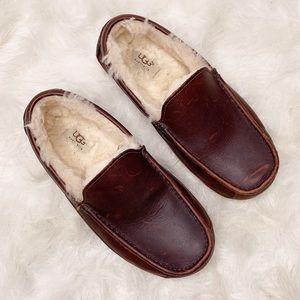 UGG Men's 9 Ascot Leather Slipper